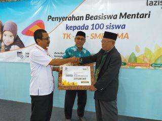 Lazismu Pekalongan Beri Beasiswa Kepada 100 Siswa