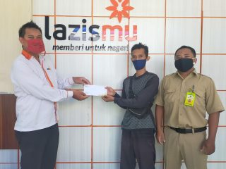 PDPM Kabupaten Pekalongan Serahkan Donasi Laga Amal ke Lazismu